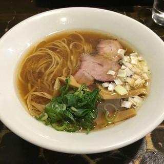特級鶏蕎麦 龍介 - 料理写真:「醤油そば」780円