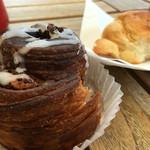 ブーランジェリーラフィ - シナモンロールと食事パン
