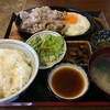 いります食堂 - 料理写真:豚バラ肉ジュージュー焼き定食(税込850円、2016年7月)。タレはおろしステーキタレ。