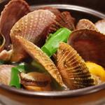 沢内甚句 - 料理写真:赤皿貝の酒蒸し