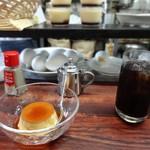 センリ軒 - 料理写真:最初にコーヒー、そしてプリン 背後に卵たち