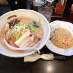 帯広亭 - 「味噌ラーメン・大+半チャーハンセット(910円)」、ラーメンの丼がデカイ!