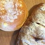 パン工房ペルミオ - クリームパンとクランベリーチーズパン