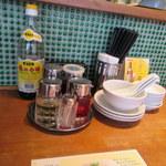 万豚記 - テーブルセット