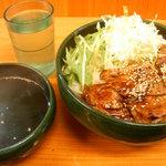 復活!カルピ丼 - (カルビ丼大盛・ワカメスープ) 700円