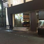 ダイニングバー・サーラス - サーラス店舗前。角の立看板を見落とさないよう注意