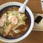 8番らーめん - 料理写真:野菜しょうゆラーメンとおにぎり