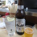53510239 - レモンチューハイ(300円)と大瓶ビール(390円)
