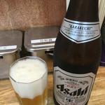 横浜家系 侍 - 瓶ビールはスーパードライです。