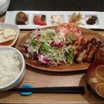 茶屋町炉端 楽兵衛 - 料理写真:週替わり野菜ランチ 870円