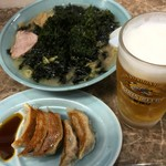 ラーメンげんこつ屋 - 岩のりラーメン大盛りと餃子に生ビール