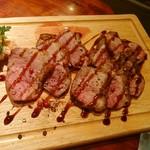 ワインバル 青木酒店 - 鴨ムネ肉のロースト