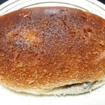 ベーカリー Roti - ビーフカレーパン(140円)
