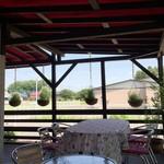 街のフレンチ洋食レストラン ふじゅう  - 屋根もあるテラス席 風が気持ち良かったぁ