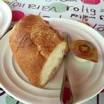 街のフレンチ洋食レストラン ふじゅう  - 温めたバケットとホイップバター