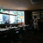 洋食katsui - 奥のテーブル席