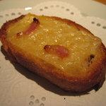 Grillかわむら - アミューズはパンのチーズ乗せ