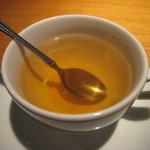 Grillかわむら - ハーブティーに蜂蜜を入れて