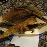 ダイマル水産 - 魚の皮のから揚げ100円(税抜)