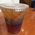 聘珍茶寮 SARIO - アイスウーロン茶。まさにファストフードのお店という感じです。このまま街に出れます。