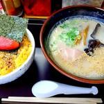 ラーメン長浜華 - ぶっとびめしセット 1,220円 長浜ラーメン+ぶっとびめし(小)