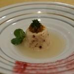 トゥ・ラ・ジョア - 真蛸とホタテ貝のムース、スープは5年物の蛤で取ったもの