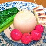 おでんやden - 料理写真:蒸し玉葱、小松菜、プチトマト、焼きネギ等々、優しいおでん種をどうぞ!!