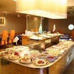 レストラン ストックホルム - スウェーデンの伝統料理『スモーガスボード』60種類もの料理をブッフェスタイルで召し上がれます