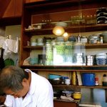 満る善 - 狭いながらに機能的な厨房