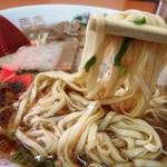 朱華楼 - 麺はこんな感じ 極薄平打ち麺
