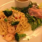 イタリア厨房 シュン・ヨコハマ - エビとブロッコリーのペペロンチーノ