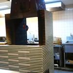 蓮香 - オープンキッチン内の窯には自家製叉焼が
