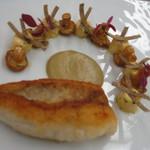 53747384 - ひよこ豆をまぶしたオコゼのロティ ジロル茸のフリカッセとリコッタチーズのニョッキ サマートリュフ添え グリーンオリーブのクリーム 赤ワイン仕立ての魚のジュ