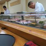 寿司割烹 魚紋 - 店内