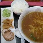 井上食堂 - ラーメンAの醤油味(580円)ライス(90円)
