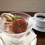 カフェ ロワン - ソフトクリーム、いちじく添え