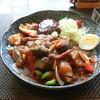 はづ貴 - 料理写真:季節の野菜とジューシーチキンのカレー+ハンバーグ1個