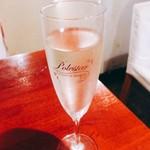 立ち飲みバル フクロウ - スパークリングワイン