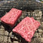 焼肉 虎にツノ - イチボ 焼き焼き