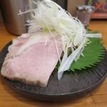 エンターテイ麺ト スタイル ジャンク ストーリー エムアイ レーベル - チャーシュー