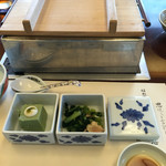 梅の花 - 料理写真:青葉  菜の花のおひたし 八女抹茶豆腐 豆腐が入っている鍋