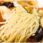 中華屋 光 - ムニムニプニプニの麺。美味しいですコレ!