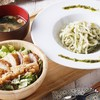 梅田 阪急三番街 リバーカフェ - 料理写真:RIVER CAFEが自信を持ってオススメするこの夏オススメの新メニュー! 兵庫県豊岡の自社農園でのびのび育ったケールはビタミン、ミネラル、食物繊維が豊富に含まれています。暑さに負けない美と健康をみなさまに♪ 「さっぱり、ヘルシー。でも、ちゃんとお腹いっぱい!」のおすすめバランスをどうぞ♪