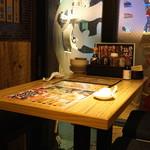 新宿駆け込み餃子 - テーブル席