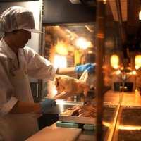 フレッシュでもっちりとした食感の秘密は「丸鶏店内解体」