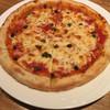 トラットリア フォルトゥナ - 料理写真:アンチョビとケッパーのナポリ風ピザ