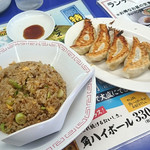 来来亭 - 「がっつり定食」(ランチタイムは978円、以外は1,028円)にしました。ラーメンと餃子、チャーハンのセット。