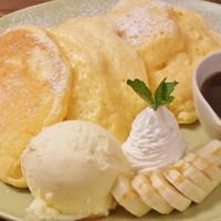 リコッターチーズのパンケーキ~バニラアイス添え~
