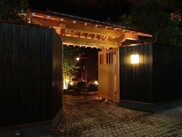 https://tabelog.ssl.k-img.com/restaurant/images/Rvw/5396/640x640_rect_5396508.jpg