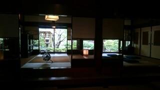 東京 芝 とうふ屋うかい - 待合席からの店内